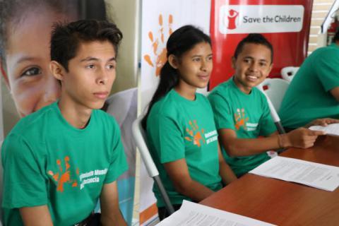 Hector, Maria Fernanda y Carlos, adolescentes voceros que participan en organizaciones del Movimiento Mundial por la Infancia, Capítulo de Nicaragua