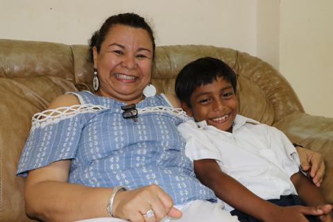 Yadira Martínez de FUNARTE, junto a Isaí.